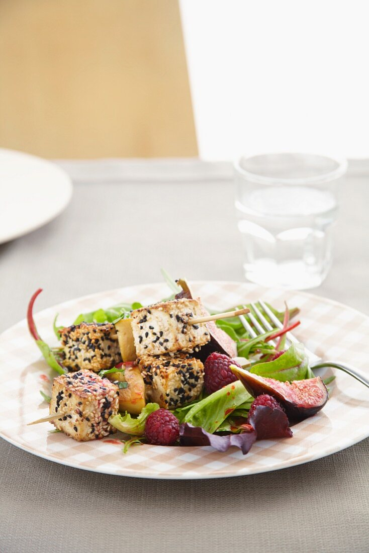 Sesame-coated tofu with lettuce, figs and raspberries