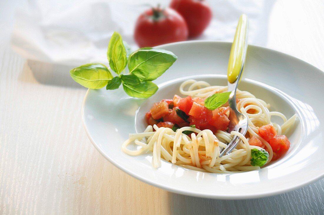 Spaghetti alla casertana (Nudeln mit Tomatenragout, Italien)