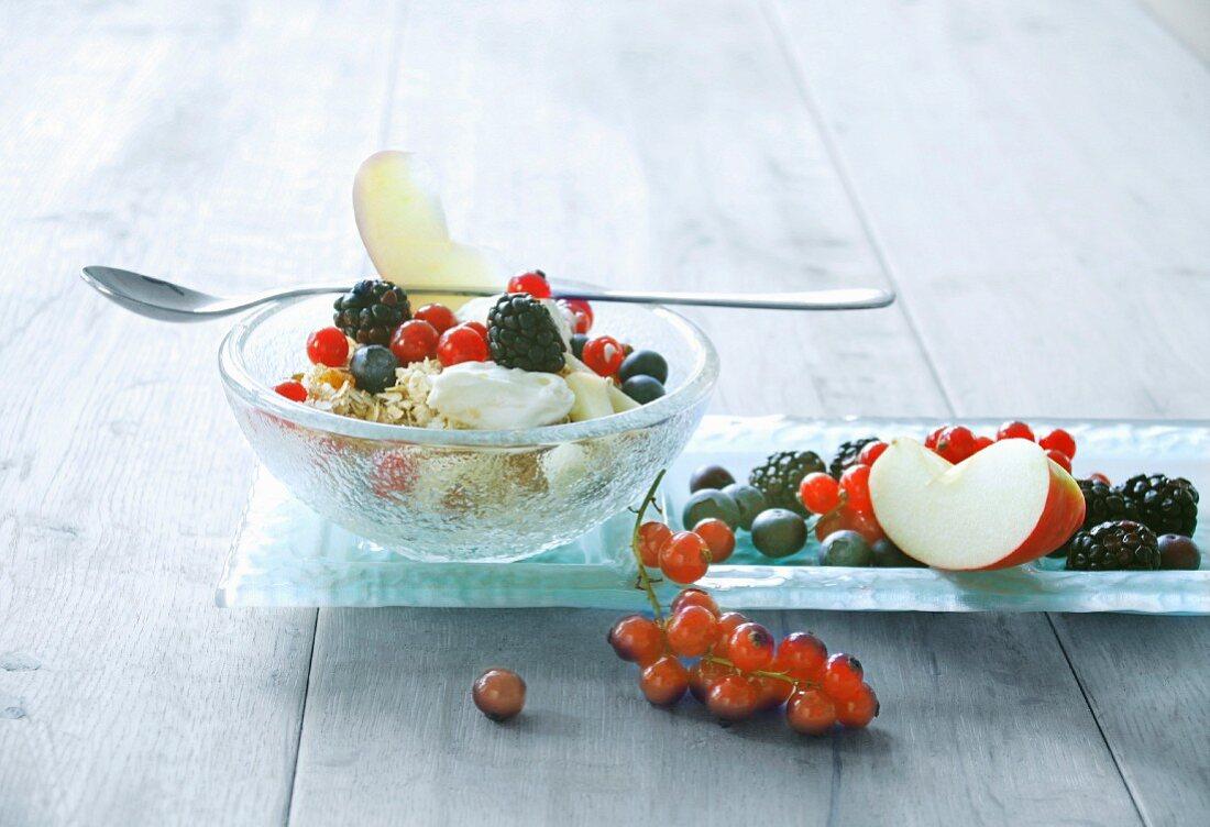 Berry muesli with porridge oats, apple and cream