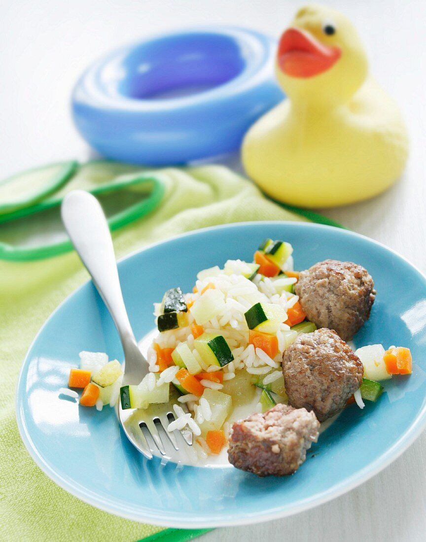 Vegetables and rice with meatballs