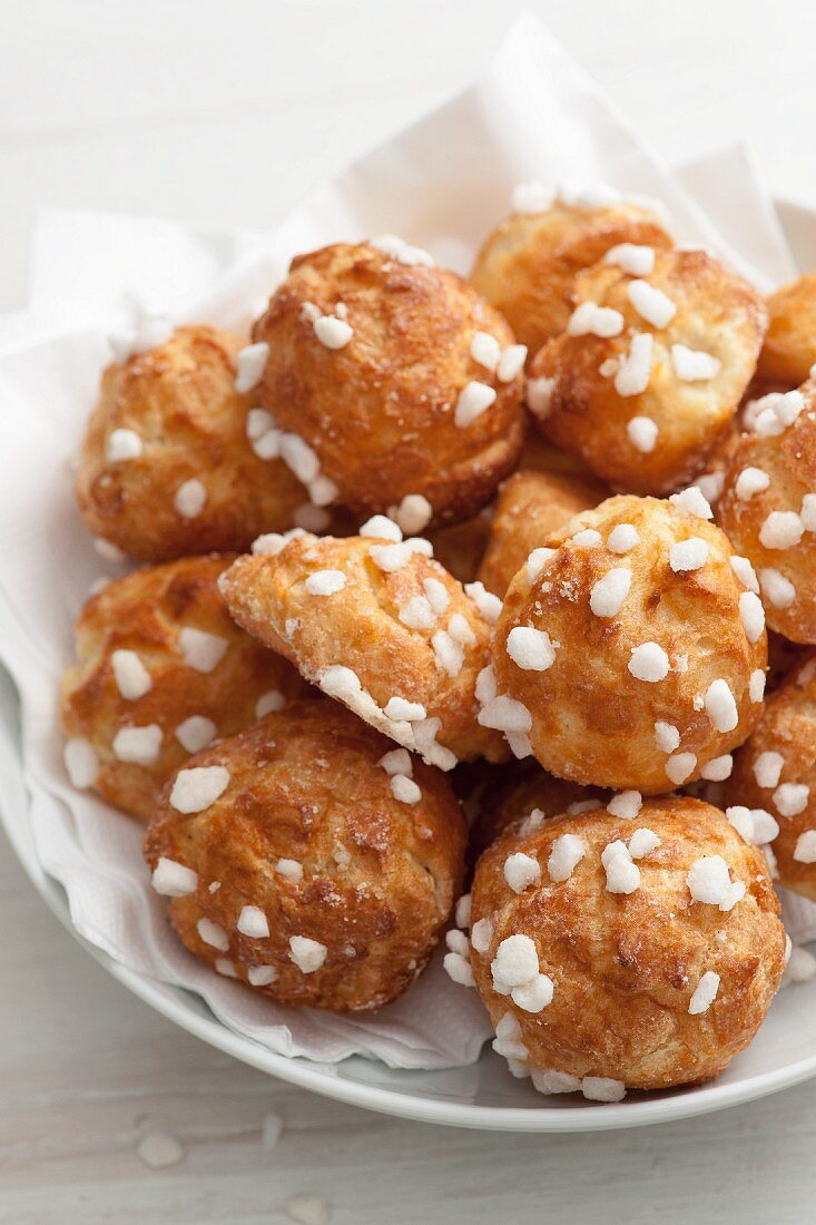 Chouquettes (French profiteroles with sugar crystals)