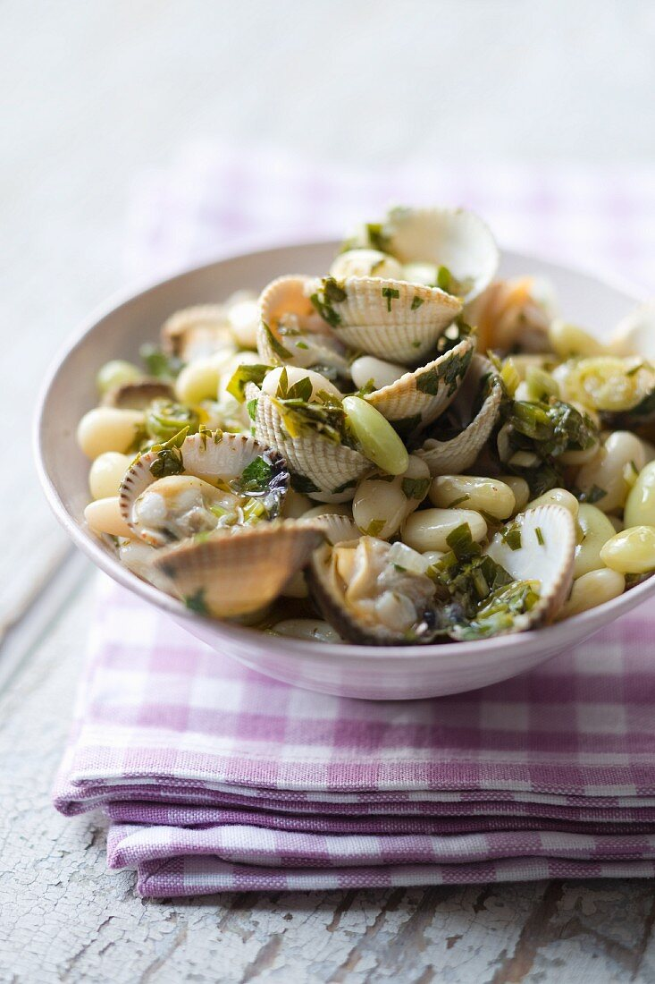 Clam and white bean salad
