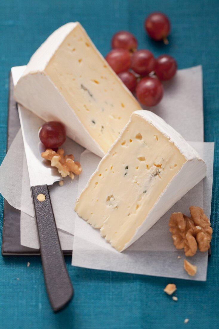 Blue cheese, walnuts and red grapes