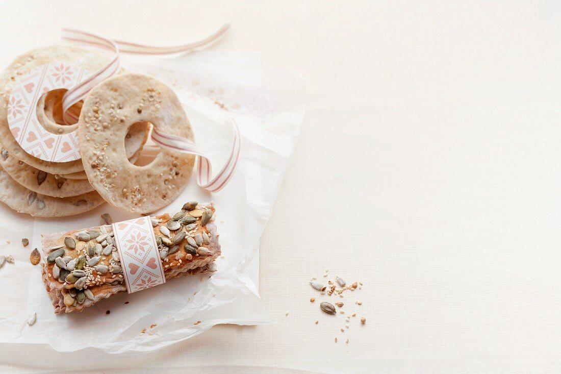 Crispbread with sesame seeds and pumpkin seeds (Sweden)