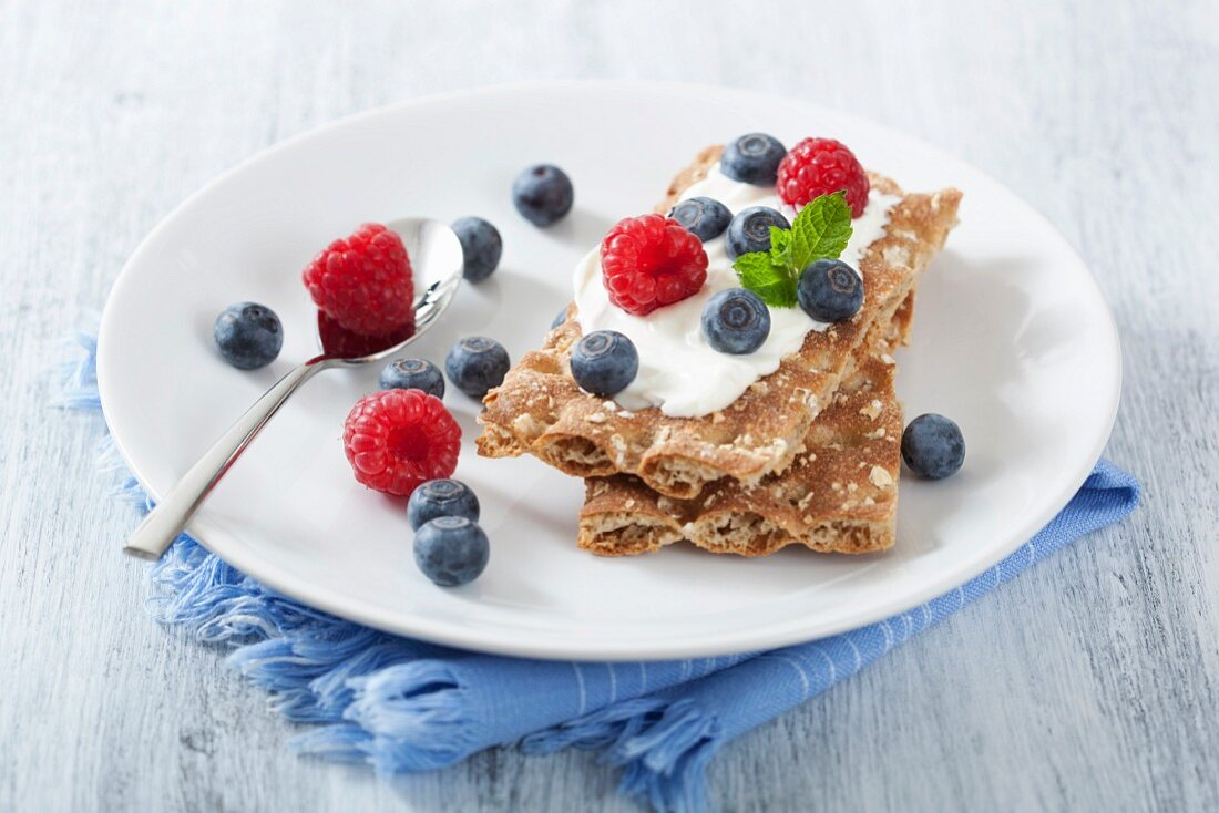 Crisp breads with fresh berries and crème fraiche