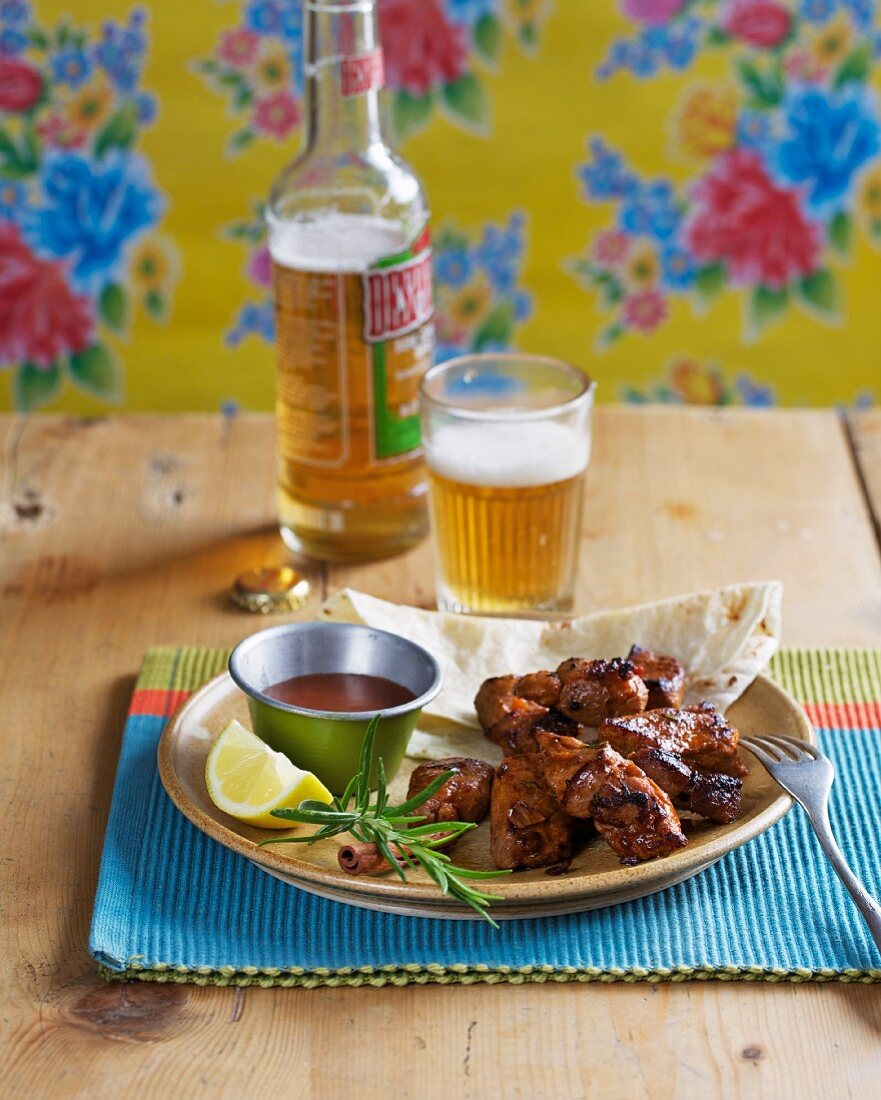 Barbecued pork with spicy chocolate sauce and beer