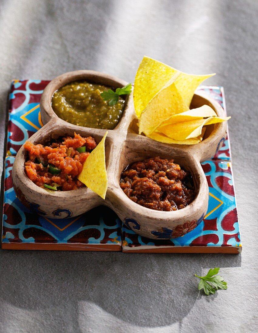 Salsa verde, salsa roja and chipotle (sauces, Mexico)