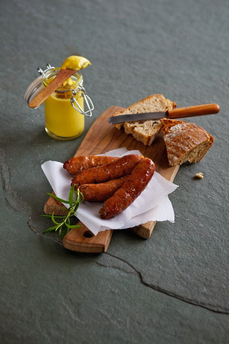 Smoked sausage with bread and mustard