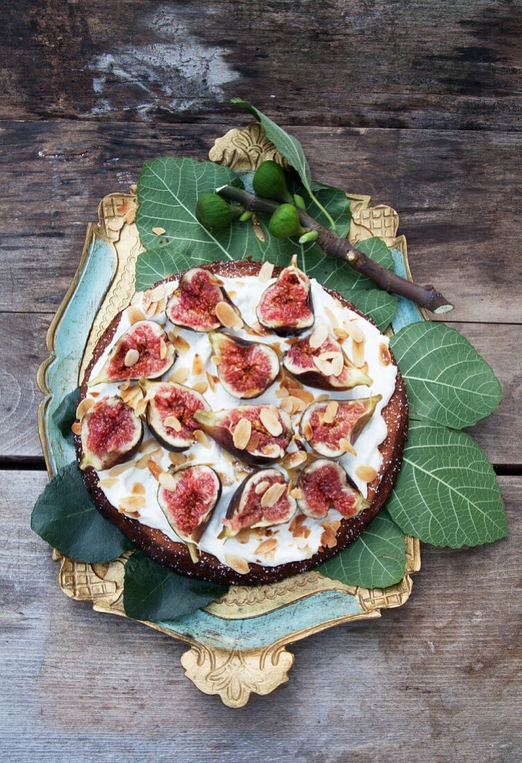 Fig cake with Cointreau and cream