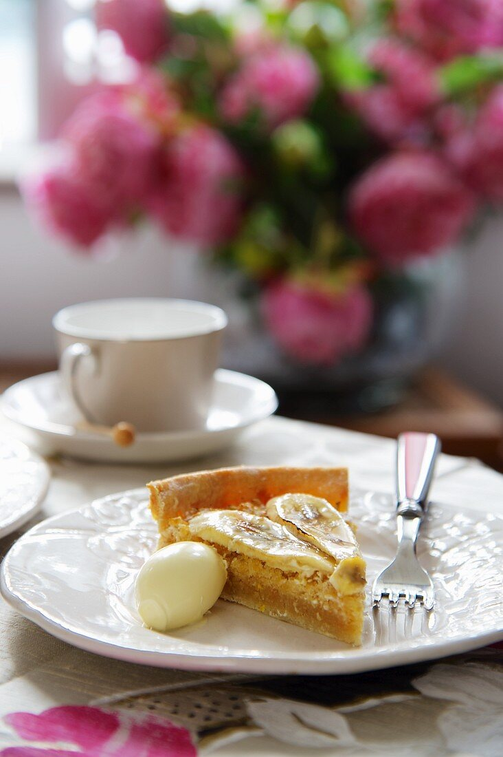 Banana tart with a scoop of clotted cream