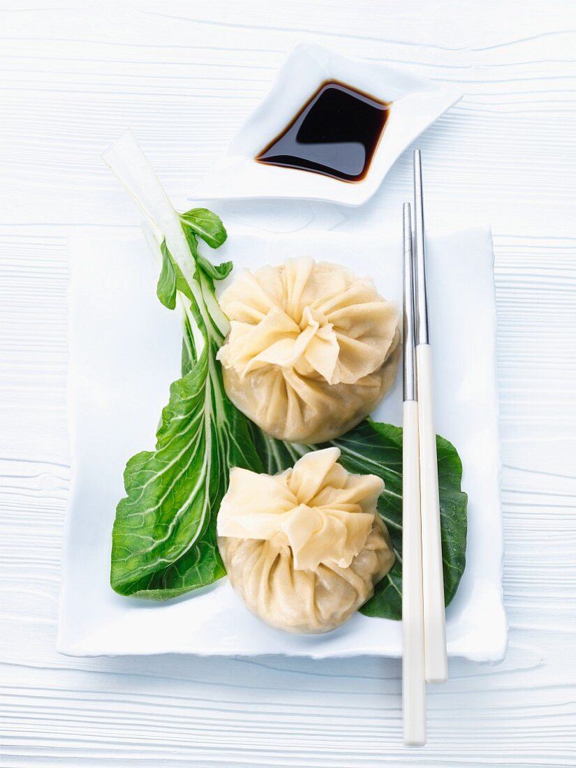 Dim sum with pak choi and soy sauce (China)