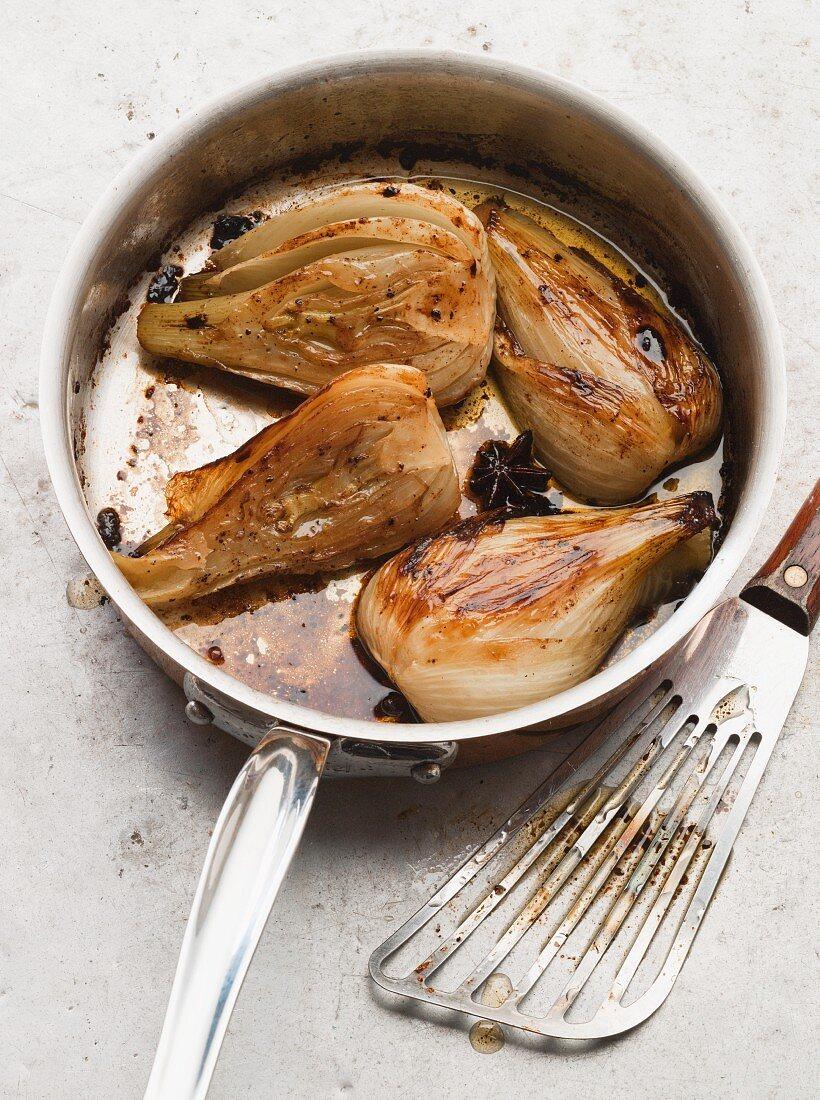 Pot-roast fennel in a saucepan