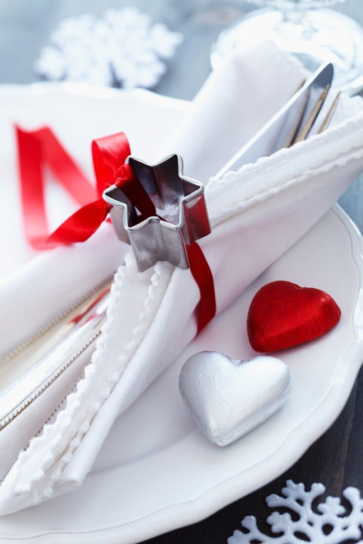 Star-shaped pastry cutter used as napkin ring
