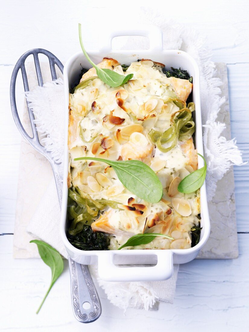 Pasta bake with salmon and spinach