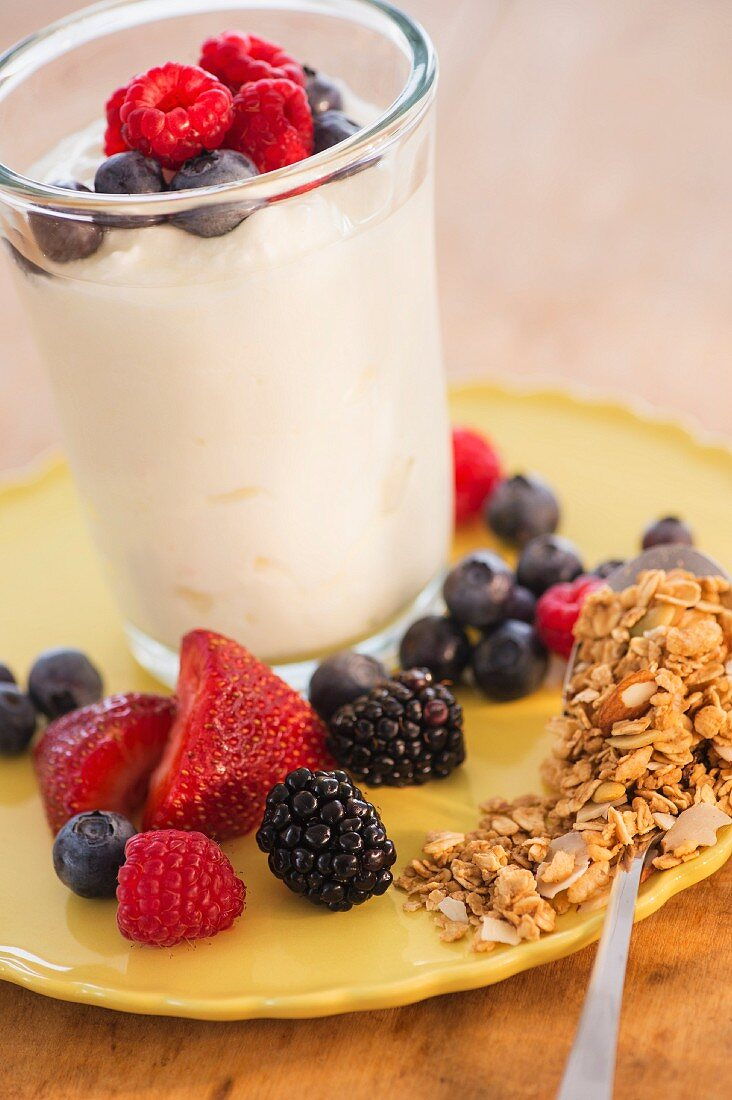 A healthy breakfast with berries, yoghurt and grains