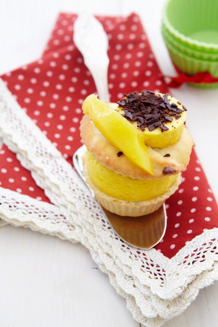 Almond muffin with mango ice cream filling