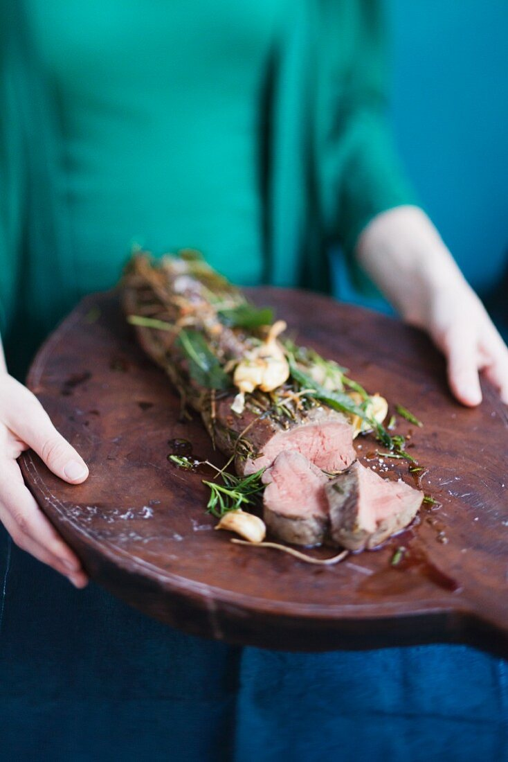 Pork fillet with garlic and herbs