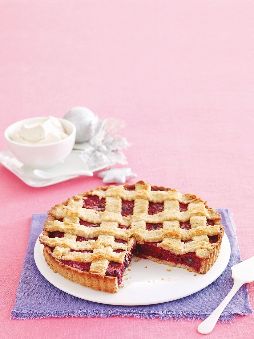 Berry pie with spiced cream for Christmas