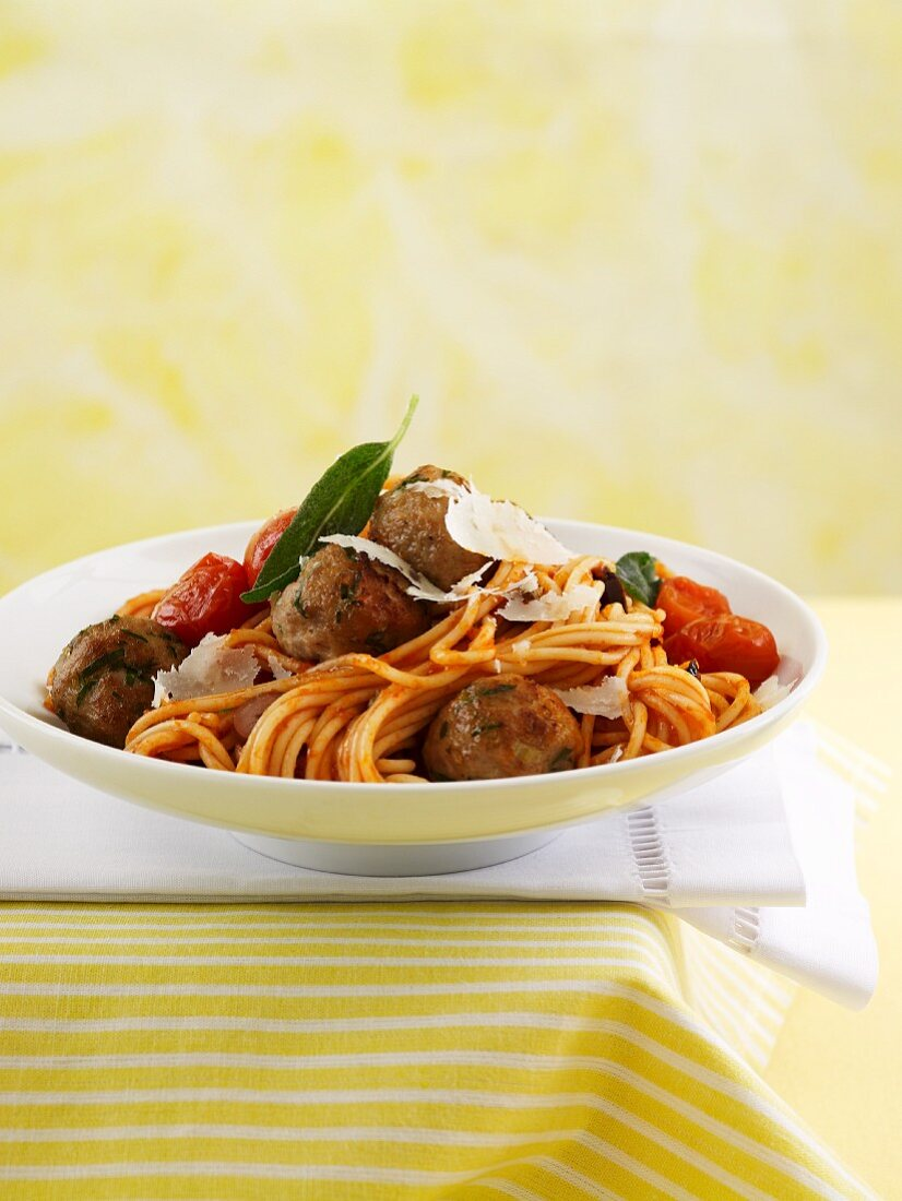 Spaghetti with tomato sauce and veal meatballs