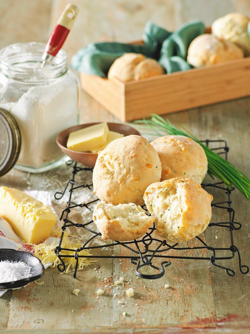 Cheese rolls with chives