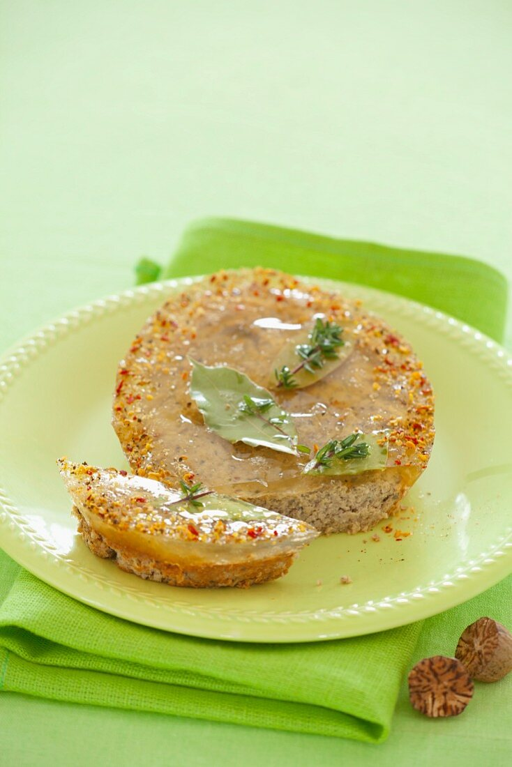 Liver pâté with thyme and spices