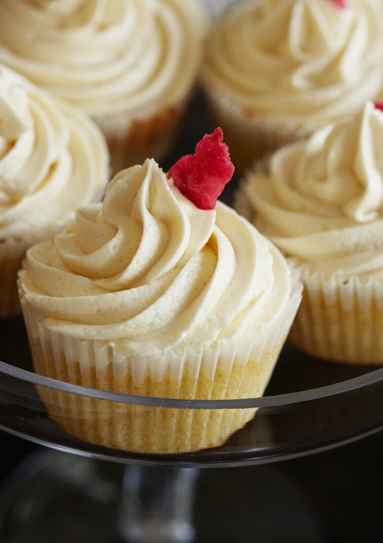 Vanilla cupcakes with cream cheese frosting and white chocolate