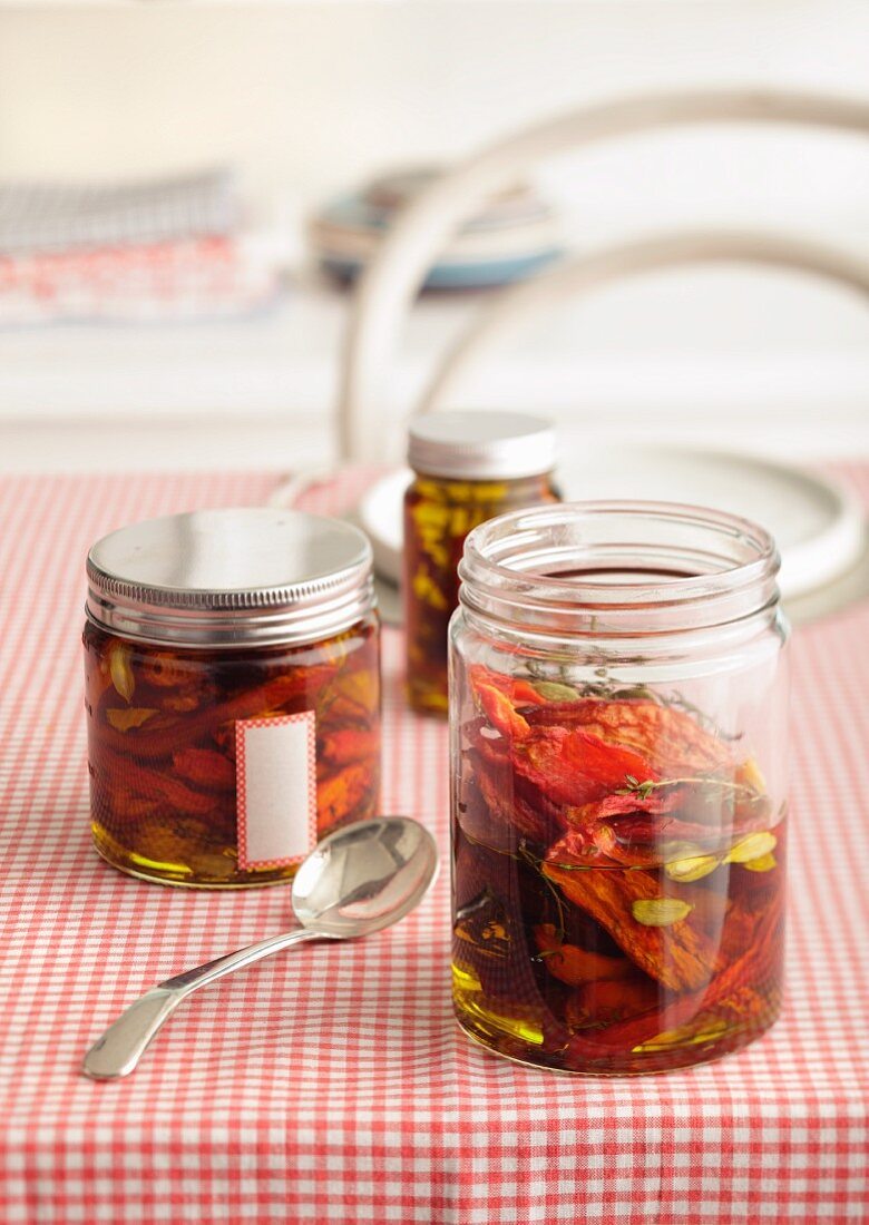 Dried tomatoes with cardamom, preserved in oil