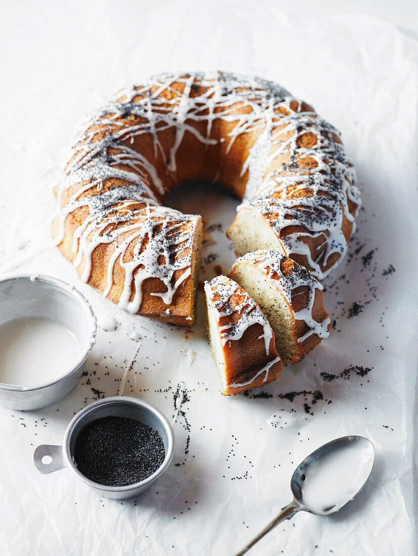 Lemon & poppyseed Bundt cake, partly sliced