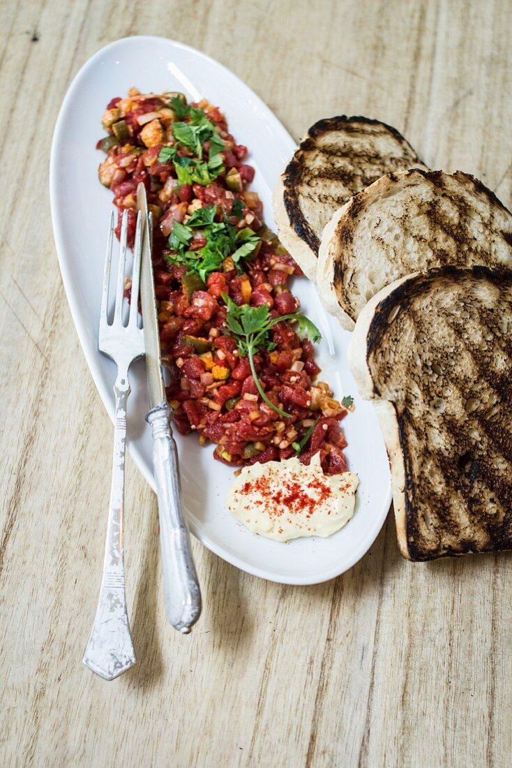 Tatar sausage and toast