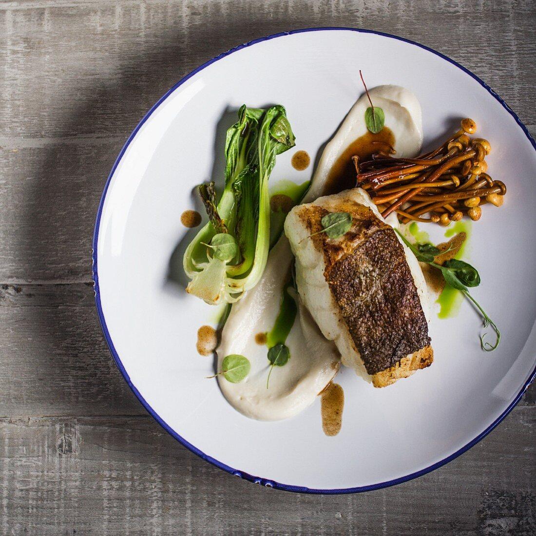 Cod with cauliflower puree, pak choi end enoki mushrooms