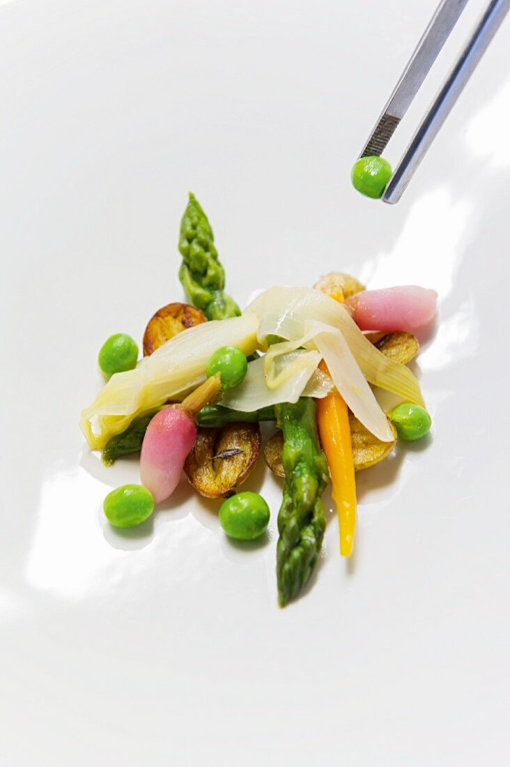 Spring vegetables with fried potatoes