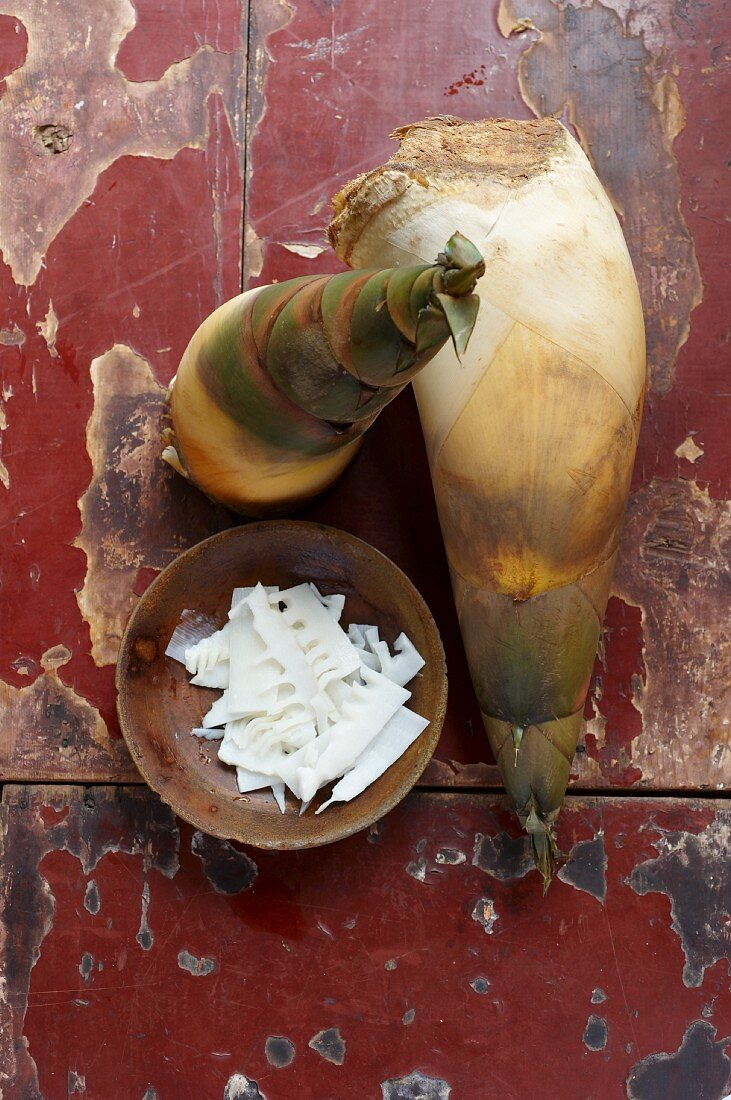 Fresh bamboo shoots, whole and sliced