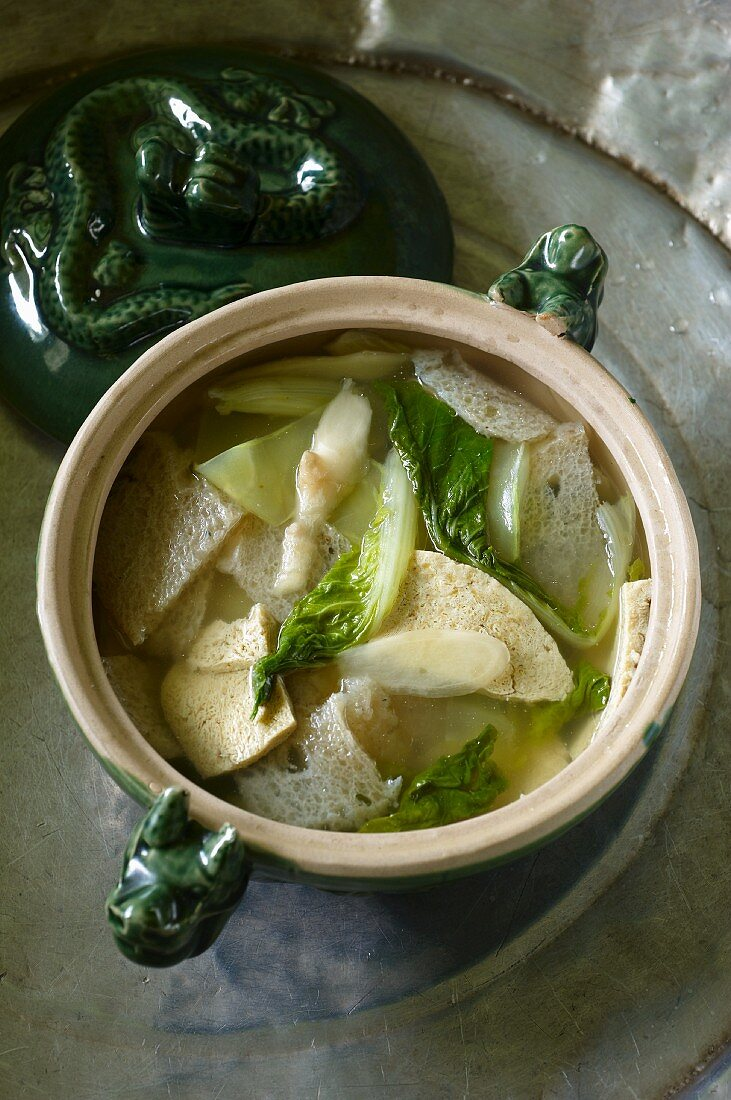 Snow konjac soup with stinkhorn mushrooms and ginger