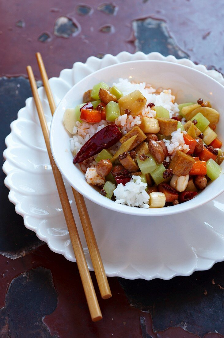 Vegetarian chicken with peanut gong bao
