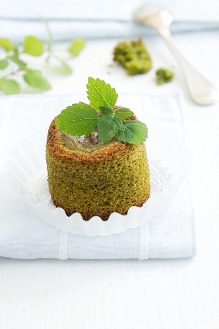 Inidividual woodruff cake with green tea