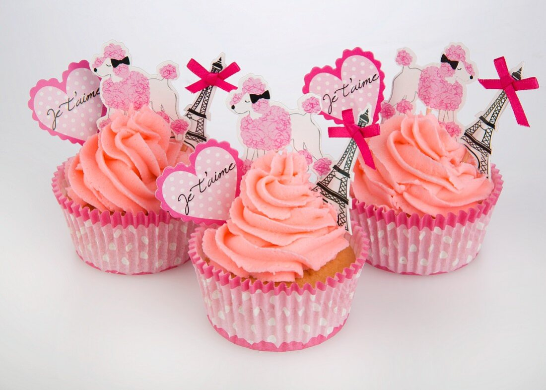 Pink cupcakes with romantic decoration for Valentine's Day