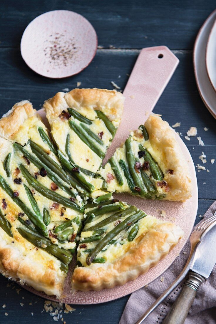 Green bean quiche, partly sliced