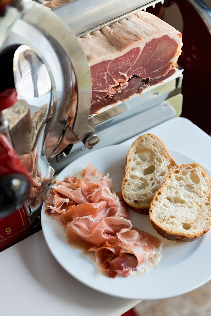 Finely sliced Parma ham with white bread