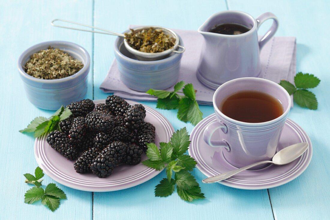 Blackberry leaf tea and fresh blackberries