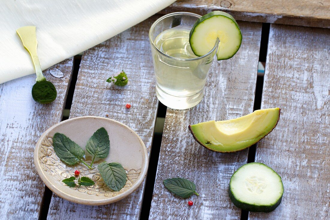 Coconut water, chlorella, avocado, cucumber and pink peppercorns