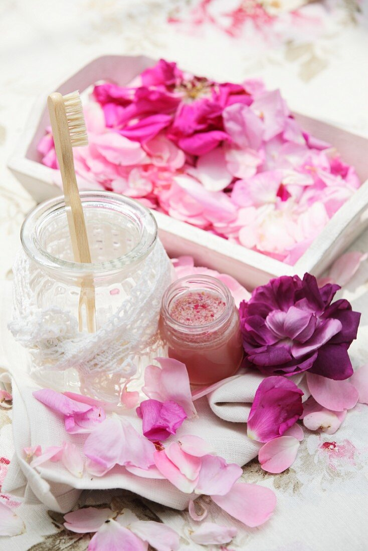 Homemade rose honey for healing wounds caused by infections in the mouth and throat