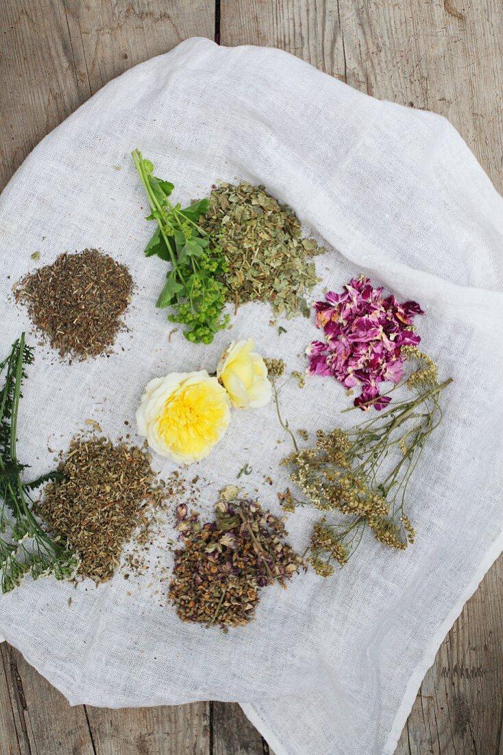 Ingredients for aromatised women's tea