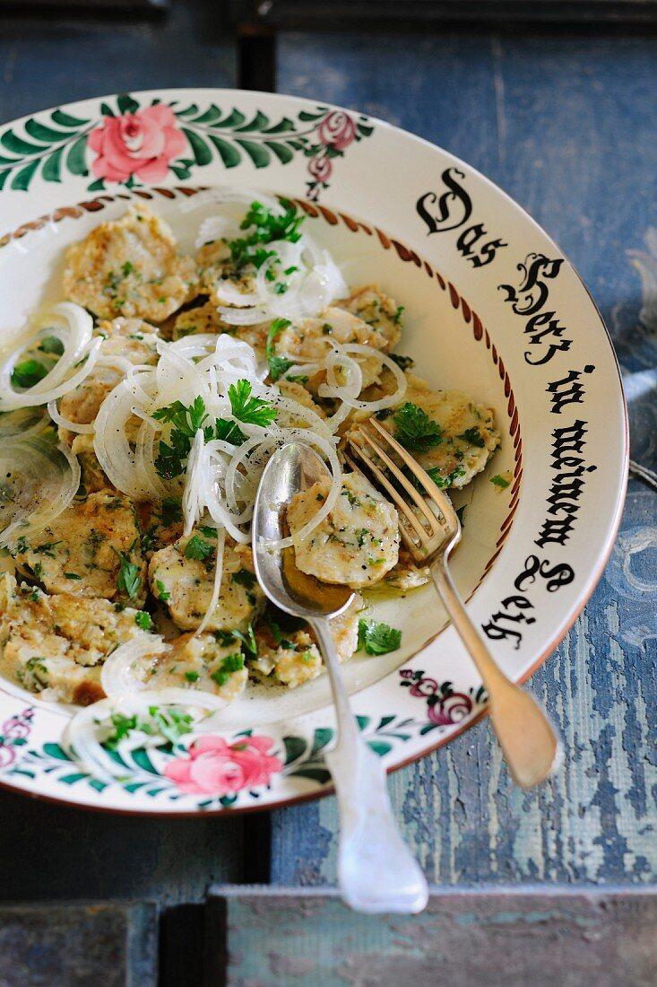 Sliced bread dumplings with onions and vinaigrette (Bavaria)