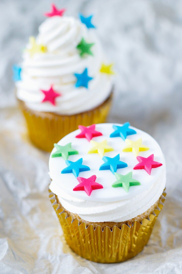 Cupcakes topped with vanilla cream and decorated with stars