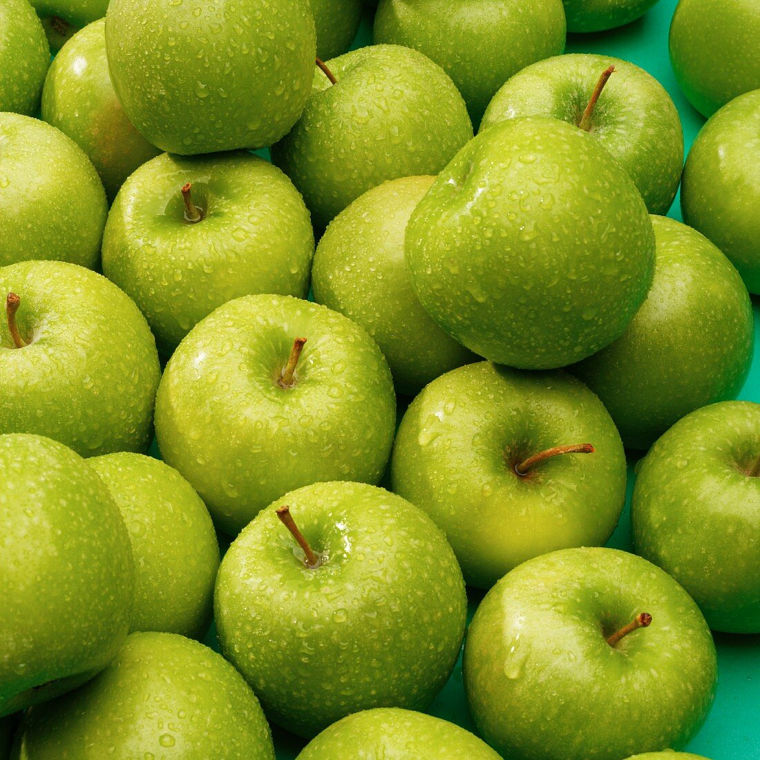 Lots of freshly washed green apples