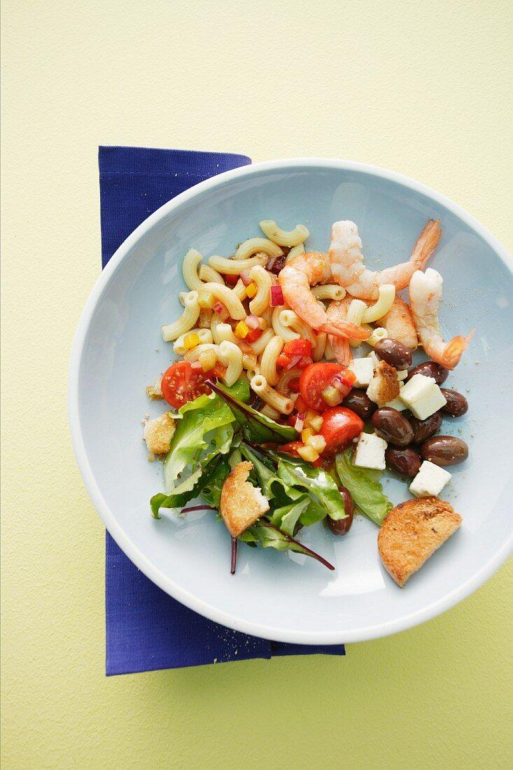 Pasta salad with prawns and gazpacho dressing