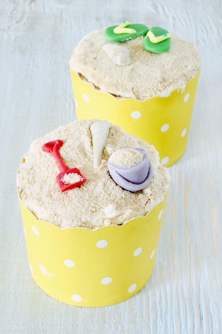 Cupcakes with beach decorations