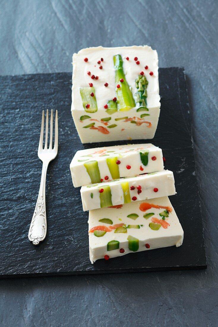 Cream cheese terrine with horseradish, asparagus and smoked salmon