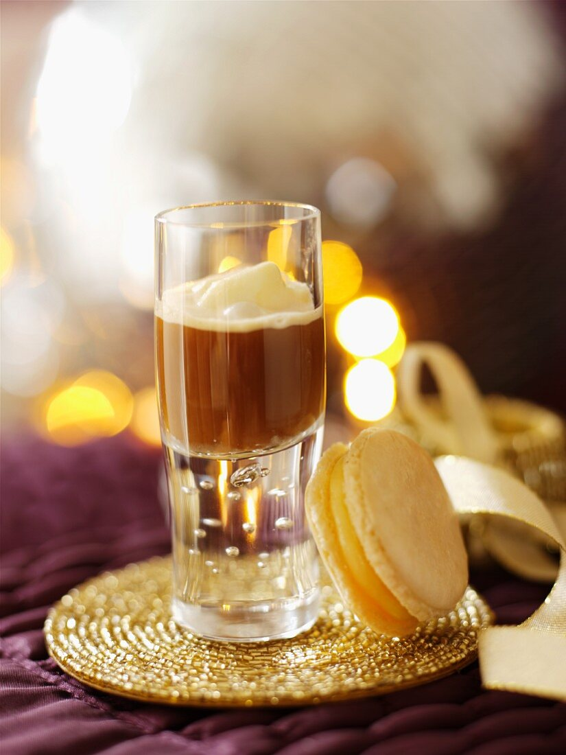 Coffee in a shot glass served with a macaroon (Christmas)