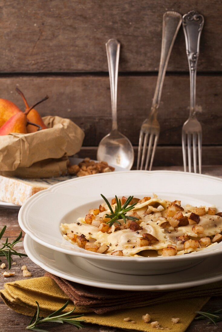 Ravioli with pears, nuts and rosemary